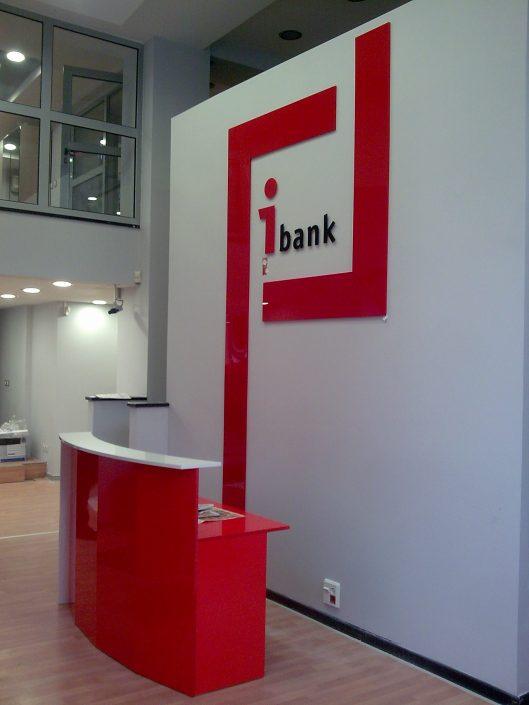 Комплексно брандиране на търговски обекти на Инвестбанк