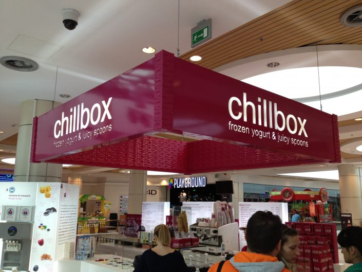 Светеща табела за CHILLBOX - frozen yogurt & juicy spoons!