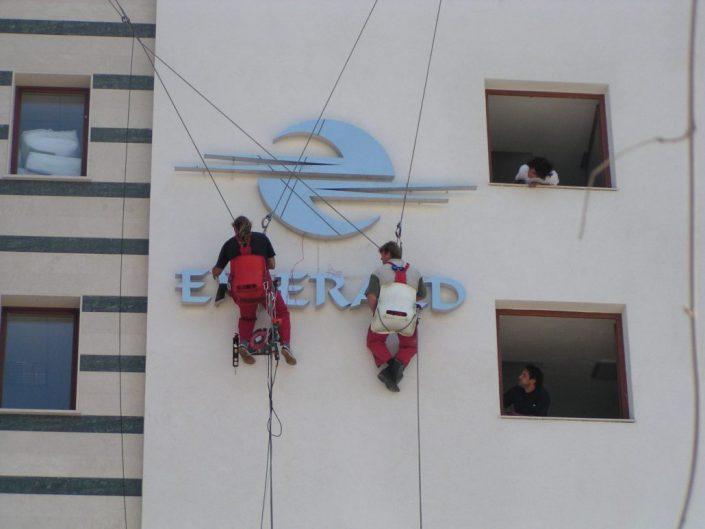 Обемни букви с контражурно осветление за хотел Емералд