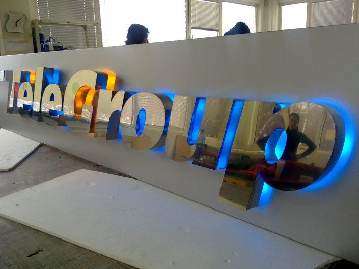 Обемни букви с контражурно осветление за TeleGroup