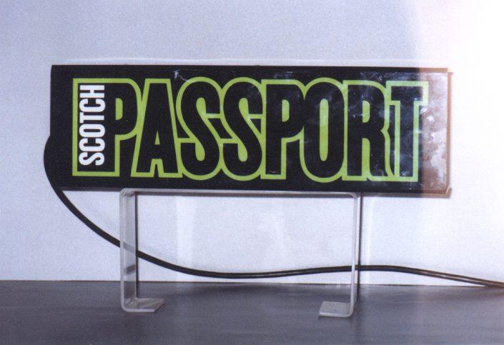 Светеща табела от плексиглас за PASSPORT SCOTCH