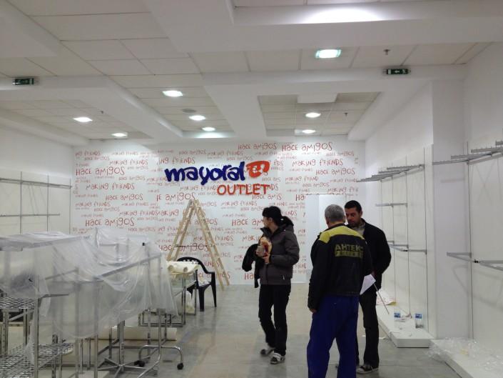 Брандиране на стена в магазин Mayoral Outlet