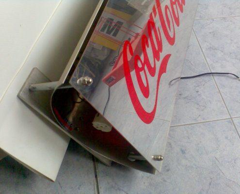 Светеща фасадна реклама от инокс, плексиглас и стъкло за Coca Cola