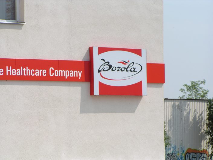 Светеща фасадна реклама от еталбонд, PVC и винил за клиника Борола