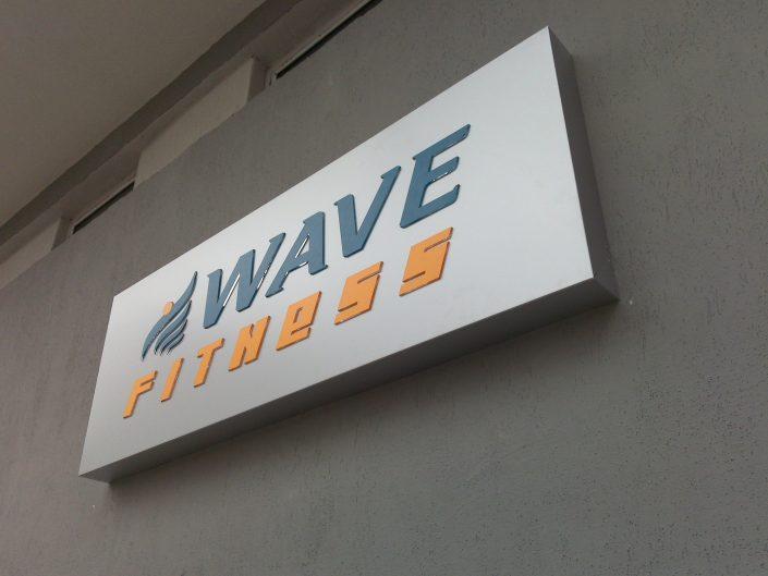 Несветеща фасадна реклама от инокс, плексиглас и стъкло за WAVE FITNESS