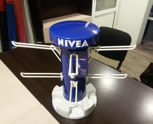 Елегантни компактни въртящи дисплеи за Nivea