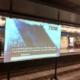 Един необичаен плексиглас за прожекционен екран