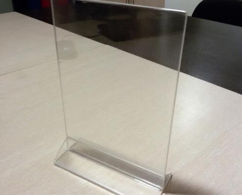 Изработка на плексигласови поставки А4