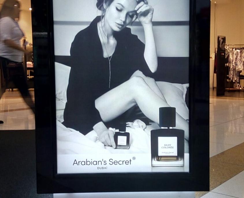 Изграждане и монтиране на два нови интериорни щанда за парфюми на Arabian's Secret Dubai